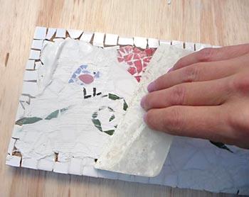 Aplique o rejunte sobre o mosaico