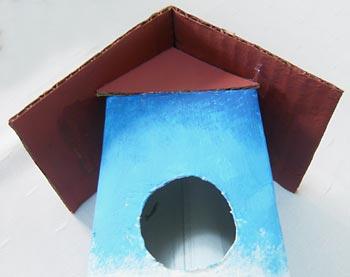 Casa de passarinho reciclada - Veja com fica o telhado