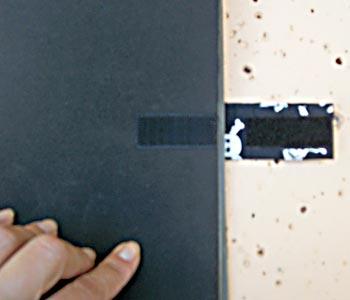Feche a capa e marque a outra posição do velcro