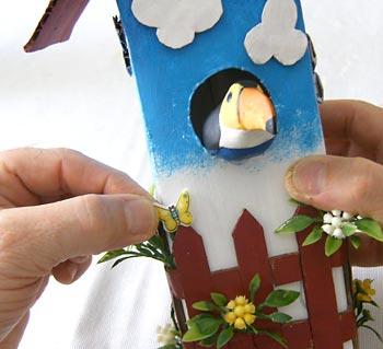 Casa de passarinho reciclada - Agregue detalhes que desejar