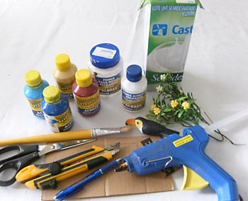 Separe o material para a casa de passarinho reciclada