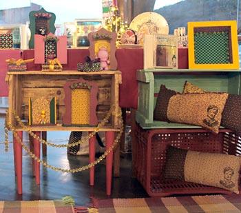 Objetos de decoração e toda uma variedade de peças artesanais