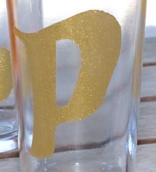 Aí está meu copo personalizado com letras douradas
