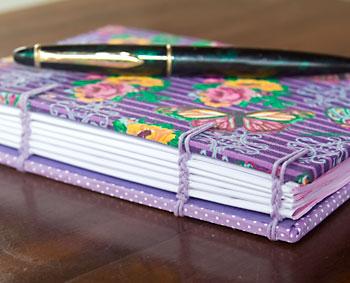 Detalhes das costuras de meu caderno em Copta