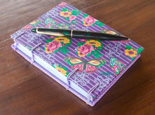 Meu caderno de anotações feito com encadernação artesanal Copta