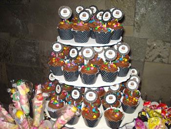 Cupcakes decorados para enfeitar a mesa da festa