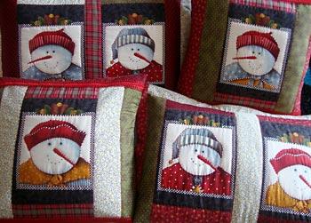 Almofadas natalinas pra mudar o astral da sala