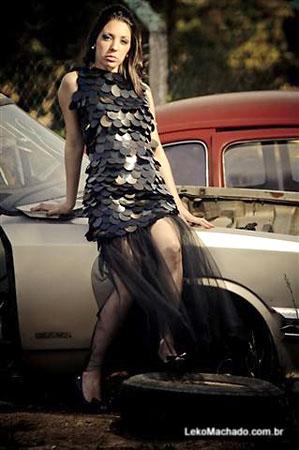 Ecomoda, vestido de reciclagem de chapas de raio X por Bruna Bielemann