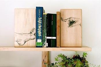 Apoio para livros também é suporte de arte