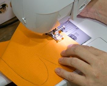 Comece costurando as partes