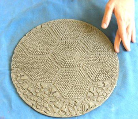 A placa da cerâmica rendada está pronta