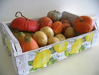 Fruteira feita com caixote de madeira
