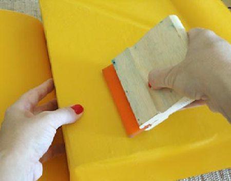 Comece a colagem do adesivo