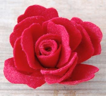 Belíssima flor de feltro