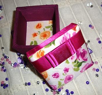 Caixinha de madeira decorada com tecido