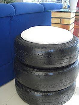Pufe ecológico feito de pneus