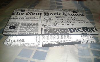 Bandoca com estampa de jornais
