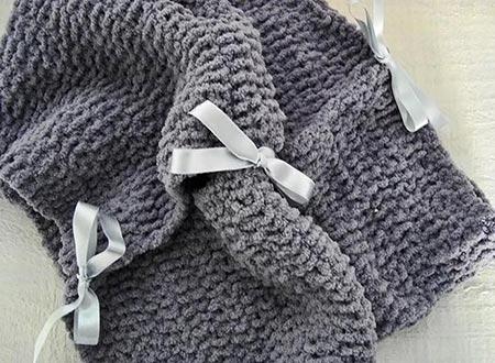Detalhe dos laços da maxi gola de tricô