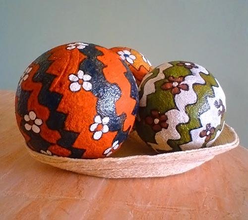 Bolas decorativas em papel machê