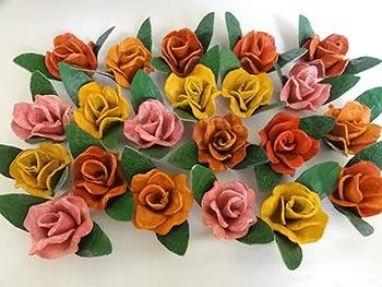 Rosas de caixa de papelão, reciclagem com arte