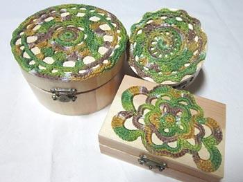 Caixas de madeira decoradas com crochê