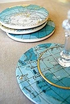 Porta-copos decorado com mapas