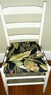 Assento baú na cadeira reformada