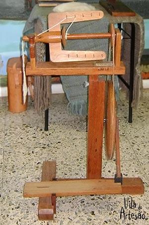Roca de fiar lã artesanalmente