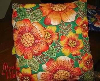 Chitão rebordado para as almofadas artesanais