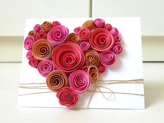 Cartão decorado com rosas de papel