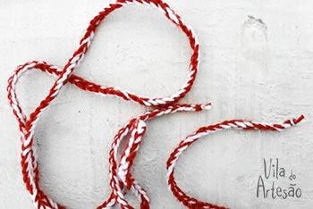 Prepare uma trancinha de fios de lã