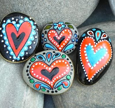 Peso de papel com pedras pintadas