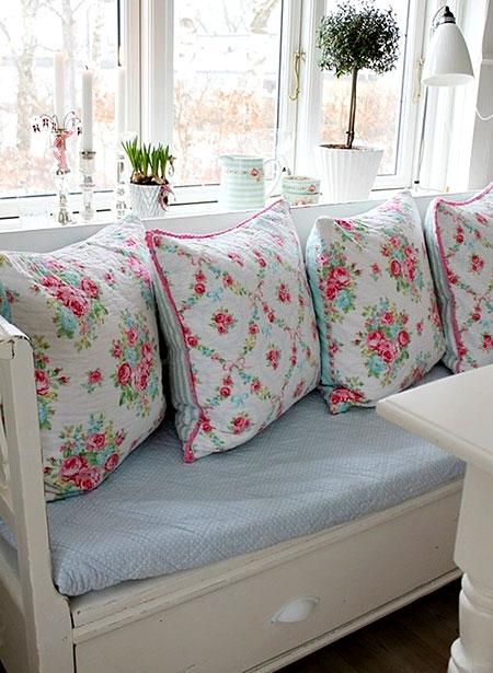 Almofadas com estampas florais de primavera