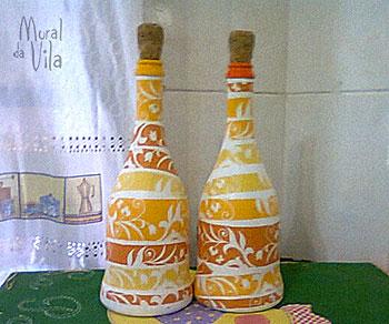 Decupagem com guardanapos nas garrafas