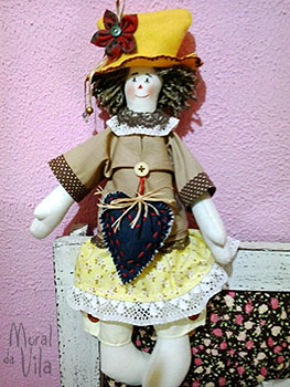 Boneca de pano com chapéu