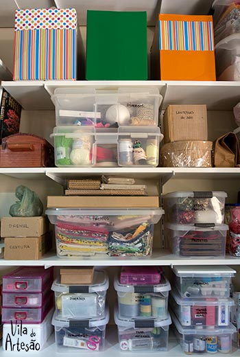 Organização de ateliers com caixas plásticas