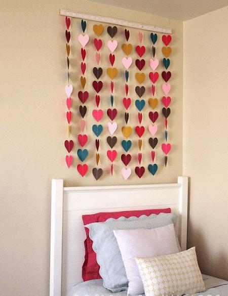 Painel de corações de papel