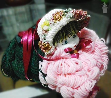 Boneca feita com sobras de lã