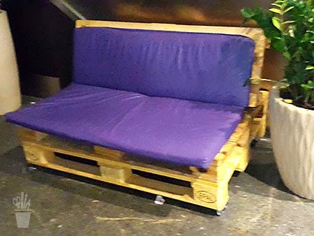 Palletes transformados em sofá
