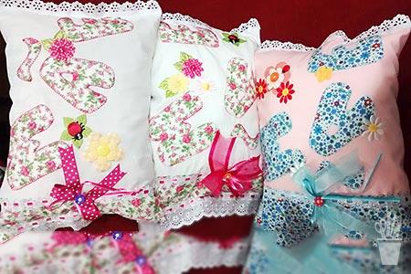 Almofadas decoradas com apliques