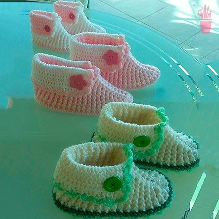 Sapatinhos em crochê coloridos