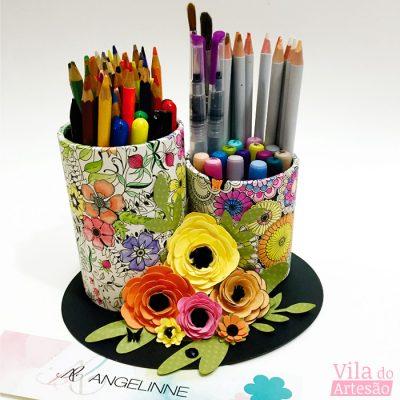 Porta-lápis e canetas com scrapbook
