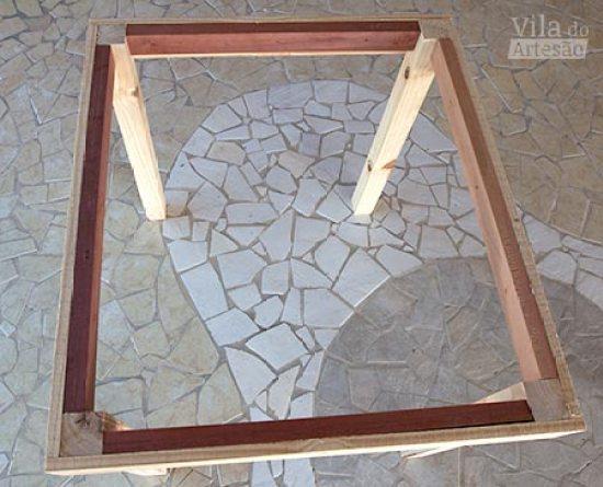 Observe a estrutura final da mesa de madeira