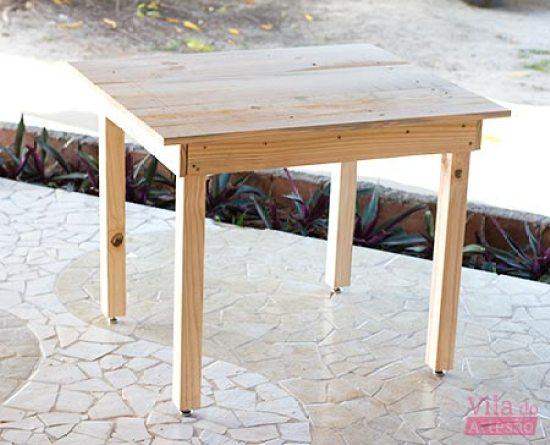 Mesa de madeira simples finalizada