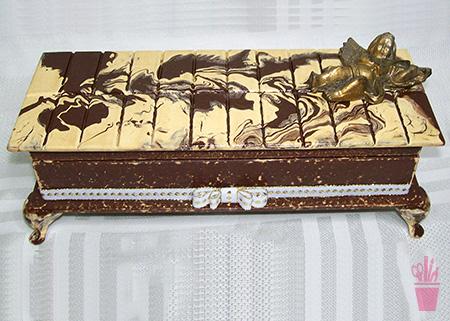 Caixa com aparência de chocolate
