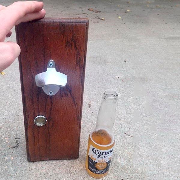 Abridor de garrafas de parede com reciclagem