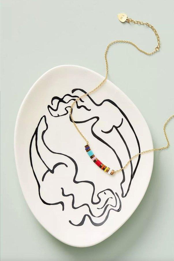 Porta-jóias com desenhos lineares orgânicos