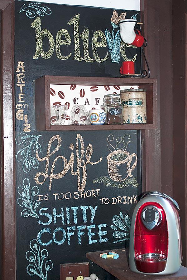Dina Doffini e sua parede do café