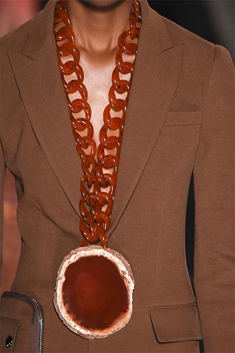 Colar maxi com pedra bruta da coleção Givenchy