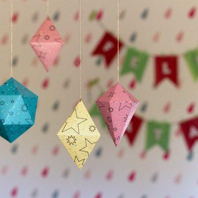 Como fazer enfeites geométricos com papel glitter